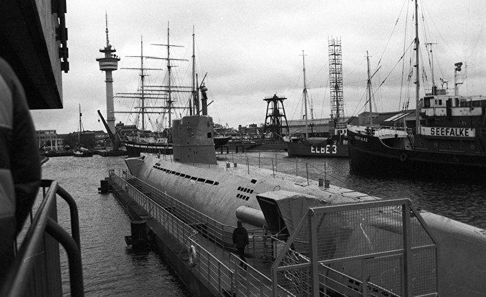 В порту Бременхафен соседствуют парусные яхты и подводные лодки