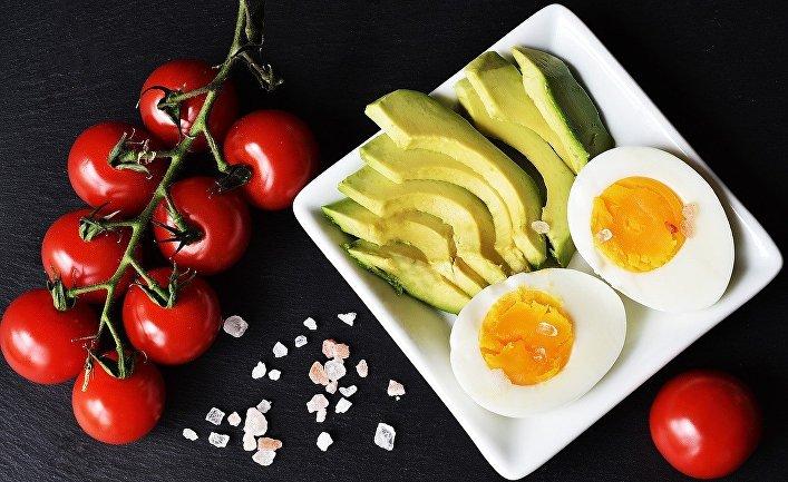 Помидоры, авокадо, яйца