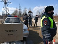 Сотрудники правоохранительных органов у исправительной колонии № 2 в городе Покрове Владимирской области