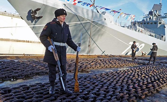 Торжественная церемония подъема военно-морского флага насторожевом корабле «Адмирал Макаров» наПрибалтийском судостроительном заводе «Янтарь» вКалининграде