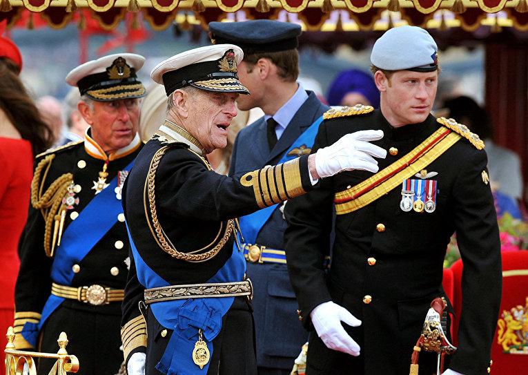Принц Филипп, принц Чарльз, принц Уильям и принц Гарри во время торжественного мероприятия в Лондоне
