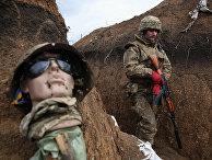 Украинский военный на линии разграничения между ЛНР и Украиной