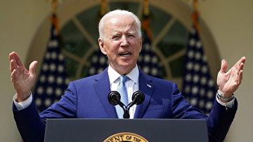 Президент США Джо Байден выступает с речью в Розовом саду Белого дома в Вашингтоне