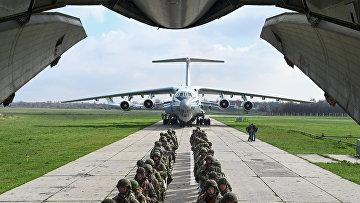 Российские ВВС готовятся к учениям на аэродроме в Таганроге