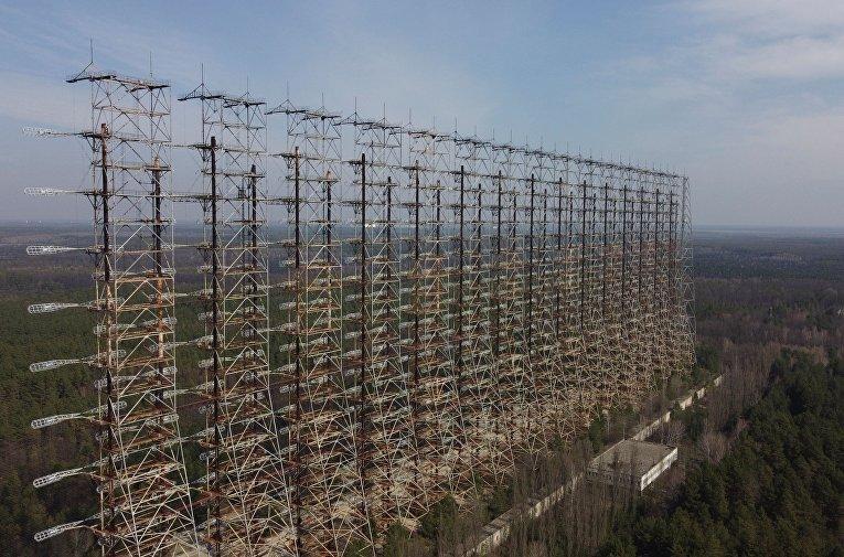 Остатки конструкции советской загоризонтной радиолокационной станции недалеко от Чернобыльской АЭС