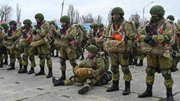 Солдаты российских ВДВ отправляются на учения на юге России