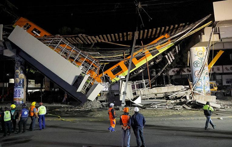 Место частичного обрушения метромоста на станции Оливос в Мехико, Мексика