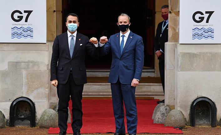 Глава МИД Италии Луиджи Ди Майо и его британский коллега Доминик Рааб перед встречей министров иностранных дел стран G7 в Лондоне, Великобритания