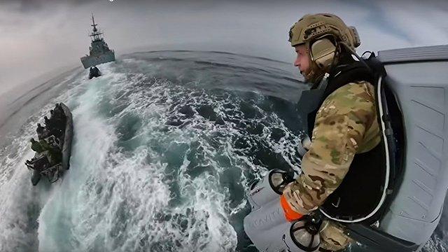 New Atlas (США): королевские морские пехотинцы тестируют реактивный ранец Gravity Industries во время посадки на корабль