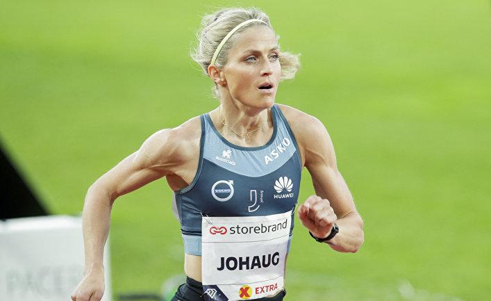 Лыжница Тереза Йохауг на соревнованиях по бегу