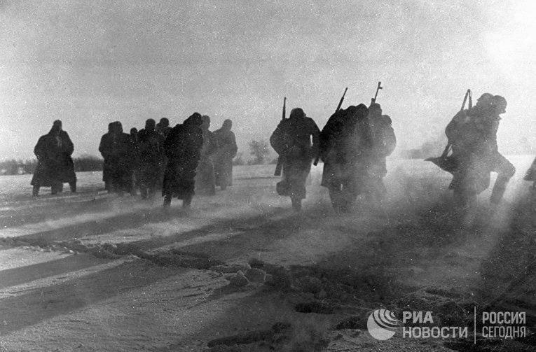 Великая Отечественная война 1941-1945 годов. Немецкие солдаты сдаются в плен во время битвы под Москвой