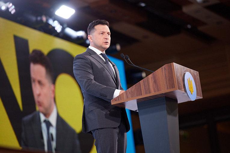 Президент Украины Владимир Зеленский выступает на Всеукраинском форуме «Украина 30»