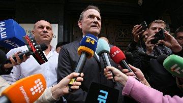 Народный депутат Украины В. Медведчук приехал в офис генерального прокурора для дачи показаний
