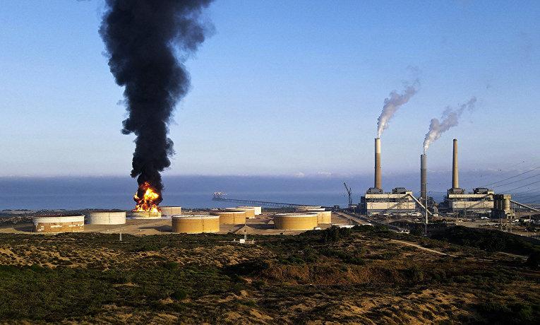 Пожар на нефтеперерабатывающем заводе в израильском городе Ашкелон