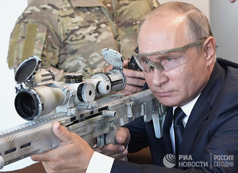 """Президент РФ В. Путин посетил парк """"Патриот"""""""