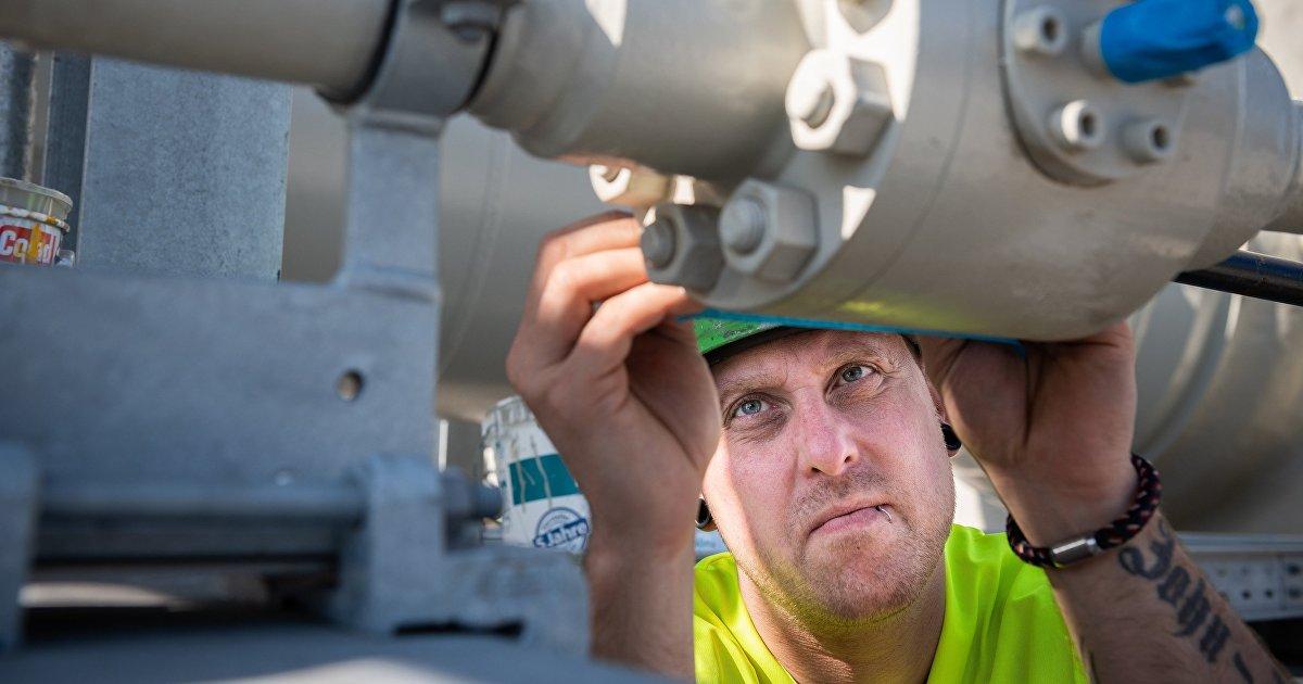 Bloomberg (США): Газпром планирует запустить Северный поток  2 уже в следующем месяце (Bloomberg)