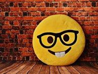 Подушка в виде улыбающегося смайлика