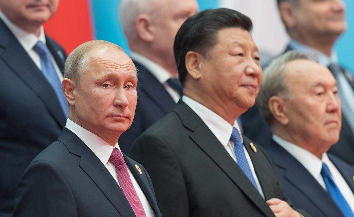 ладимир Путин на церемонии фотографирования глав государств - членов ШОС. 10 июня 2018
