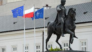 Флаги Польши, ЕС и НАТО в Варшаве