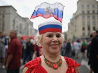 Женщина на Тверской улице во время празднования Дня России в Москве. 12 июня 2017