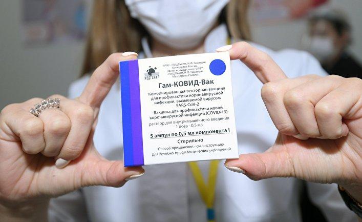 Читатели Daily Mail: я бы с удовольствием сделал прививку в России