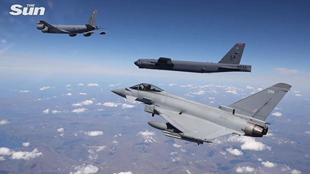 The Sun (Великобритания): американские ядерные бомбардировщики и самолеты НАТО провели военные игры у российского порога, показав Путину свою мощь