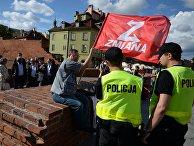 Член партии Zmiana протестует против саммита НАТО в Варшаве