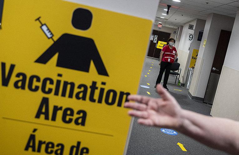 Центр вакцинации в Фэрфаксе, штат Виргиния, США