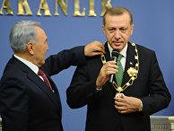 Нурсултан Назарбаев награждает медалью Реджепа Тайипа Эрдогана