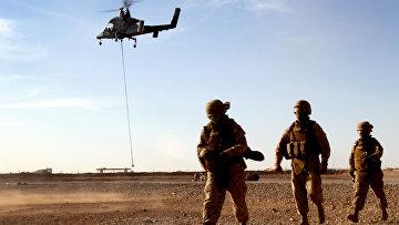 Морпехи США во время первичного тестирования Kaman k-1200 k-max, Афганистан
