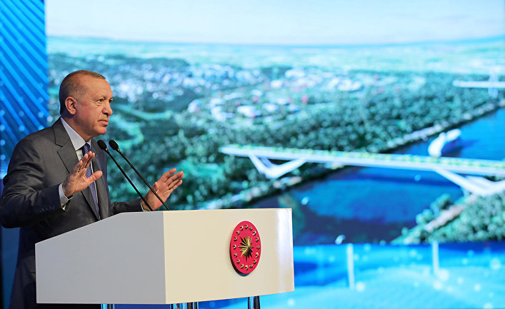 Президент Турции Тайип Эрдоган выступает во время церемонии