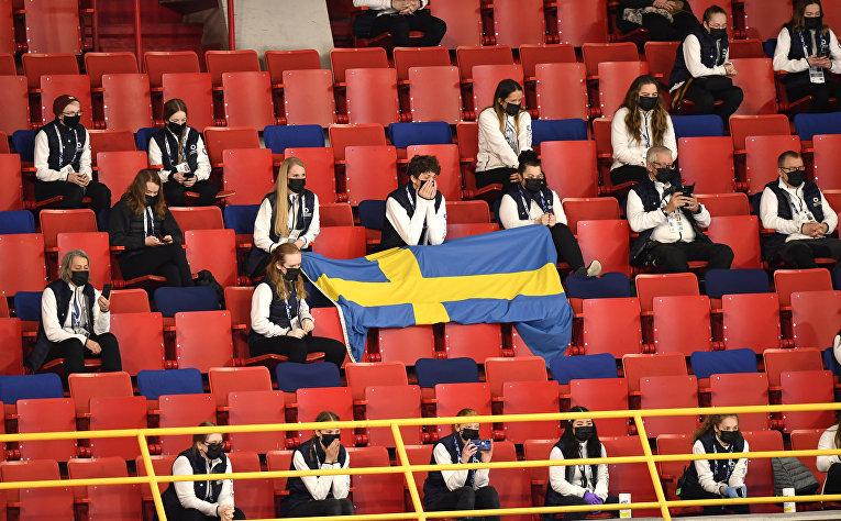 Зрители соблюдают социальную дистанцию на ЧМ по фигурному катанию в Стокгольме, Швеция