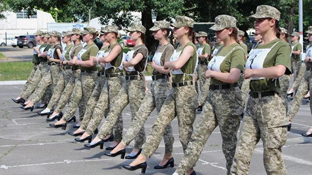 АрмiяInform (Украина): по Крещатику на каблуках, или Как идет подготовка женской коробки к параду