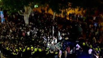 В Тбилиси сторонников прайд-парада закидали камнями, бутылками и яйцами