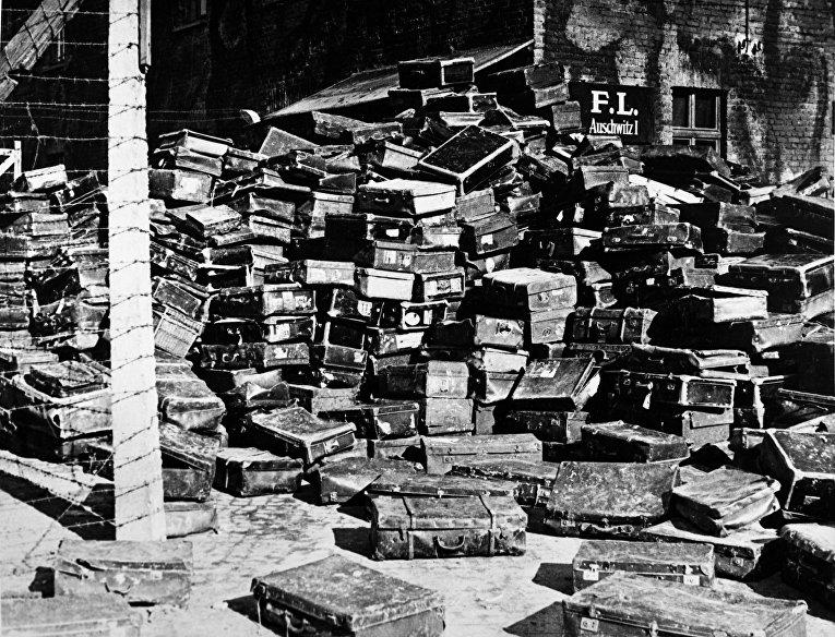 Чемоданы бывших узников нацистского концентрационного лагеря смерти Освенцим (Аушвиц)