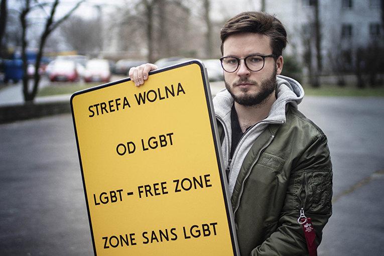 ЛГБТ-активист выступает против резолюций против ЛГБТ в Варшаве