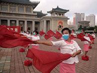 Мероприятие на площади большого театра в Пхеньяне
