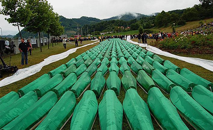 Резня в Сребренице. Похороны 465 опознанных жертв в 2007 году