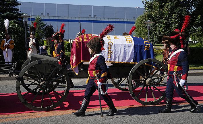 Отправка останков генерала Гюдена во Францию
