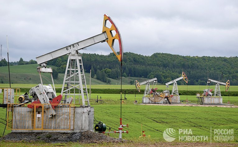 Нефтяные станки-качалки компании «Татнефть» в Альметьевском районе Республики Татарстан