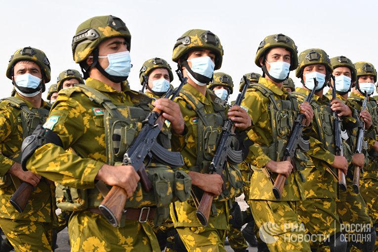 Военный парад на границе Таджикистана с Афганистаном