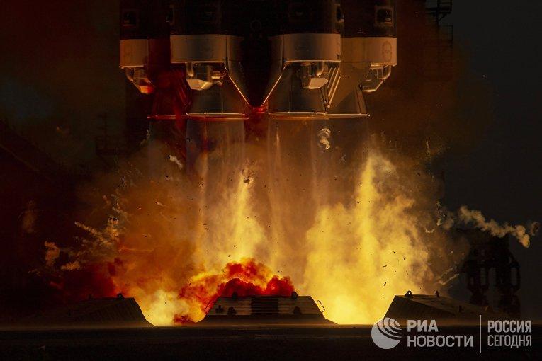 "Запуск РН ""Протон-М"" с  лабораторным модулем ""Наука"""