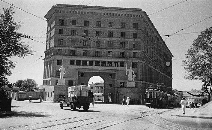 """""""Дом со скульптурами"""" в Подколокольном переулке. Москва, 1939 год"""