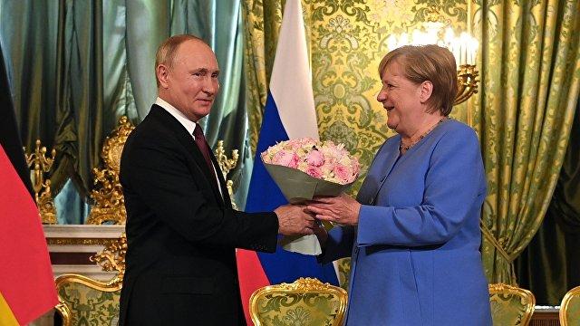 Путин: Визит Меркель  это не только прощальный визит, но и визит, наполненный серьезным деловым содержанием (Гуаньча, Китай)
