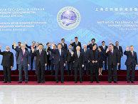 Президент РФ Владимир Путин на церемонии фотографирования глав государств - членов ШОС